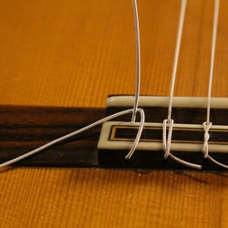 change classical guitar string