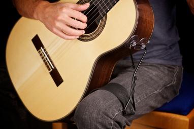 De Oro guitar support